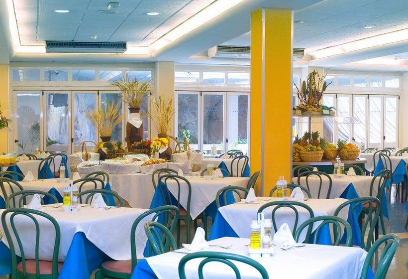 رستوران هتل Magic Fenicia بنیدورم