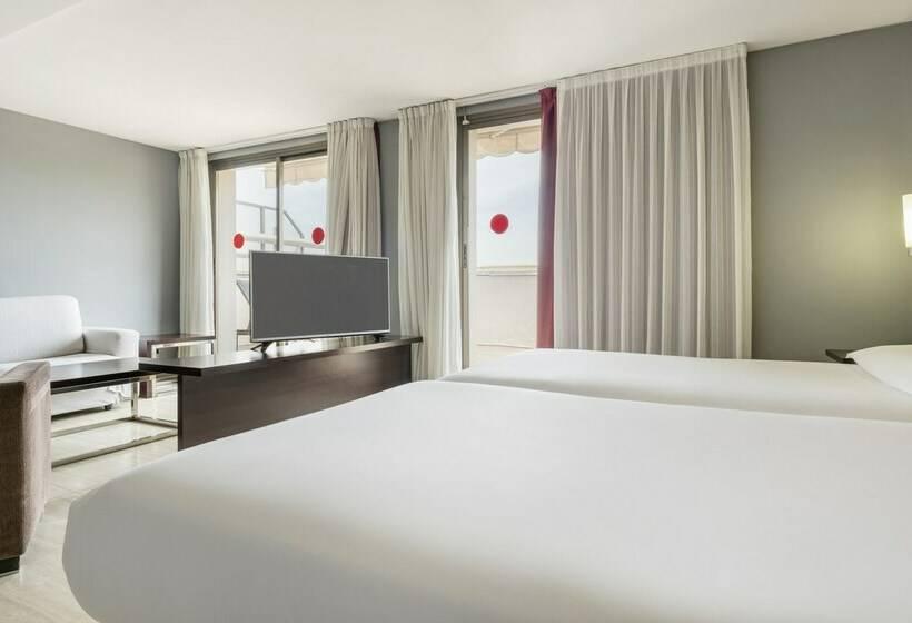 חדר בית מלון כפרי Ilunion Almirante ברצלונה