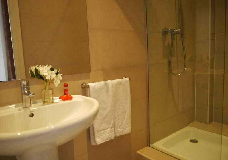 Hotel medium monegal a barcellona a partire da 60 destinia for Barcellona albergo economico