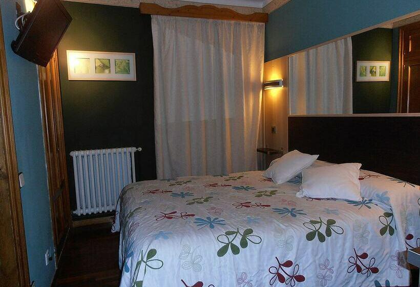 Hotel avenida en benasque desde 599 destinia for Hotel avenida benasque