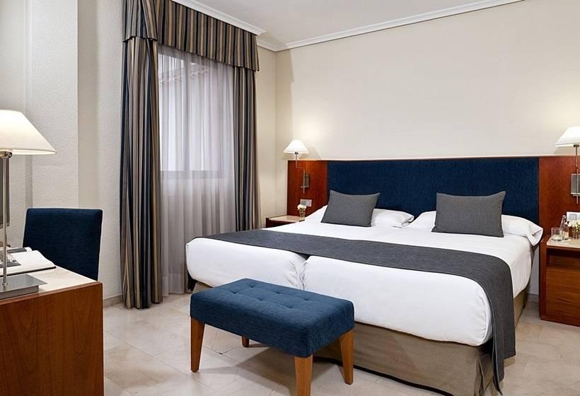 Zimmer Hotel NH Córdoba Califa Cordoba