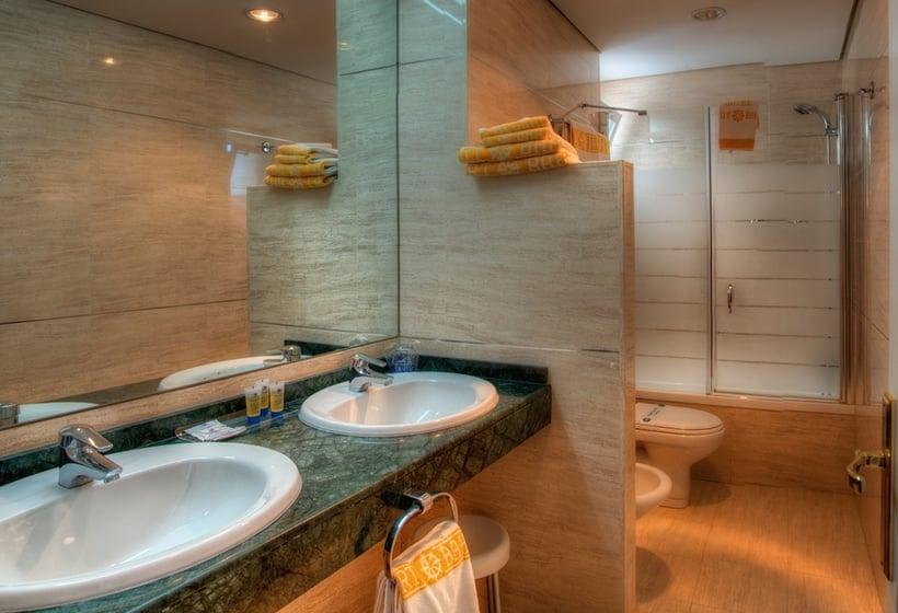 Bathroom Hotel Puertobahia & Spa Porto de Santa Maria