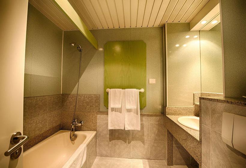 חדר אמבטיה בית מלון כפרי IFA Continental פלאיה דל אינגלס