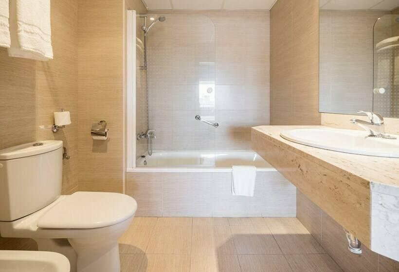 Bathroom Hotel Ilunion Romareda Saragossa