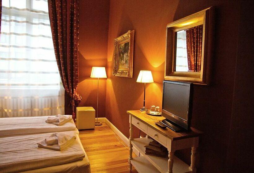 Hotel Maison Am Adenauerplatz In Berlin
