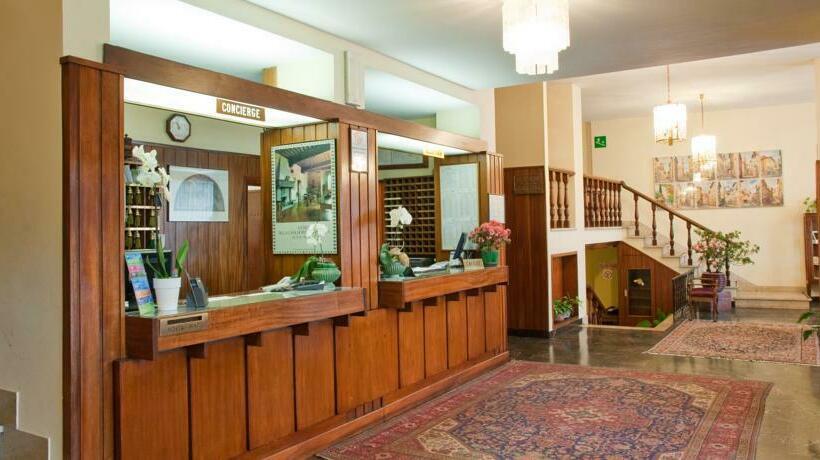 Front desk Hotel Columbus Florence