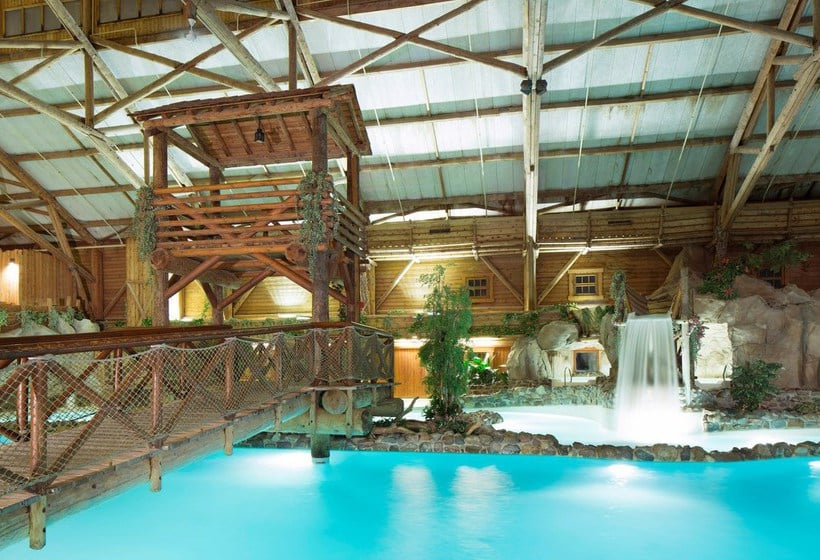 Hotel disney 39 s davy crockett ranch a disneyland paris a for Piscine hotel davy crockett