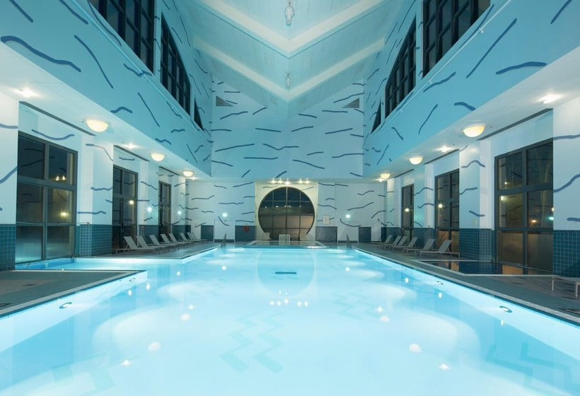 Disney 39 s hotel new york disneyland paris the best offers for Club piscine boucherville telephone