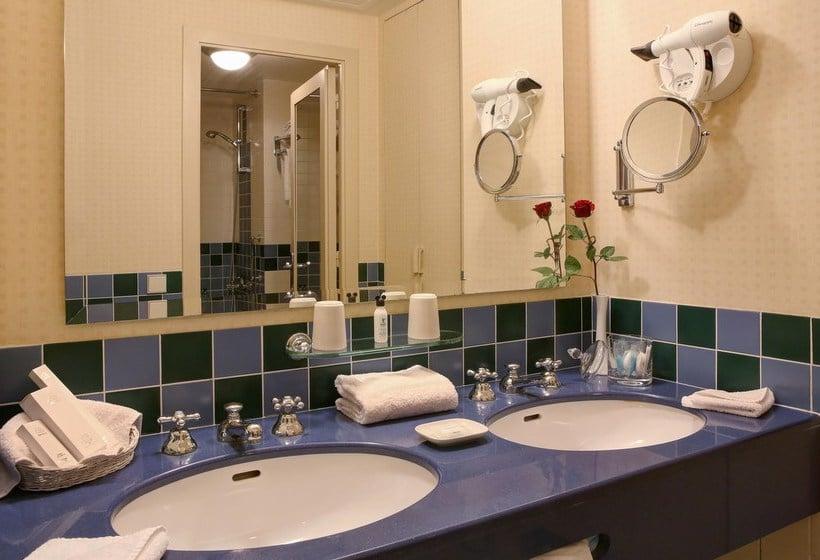 Camere Disneyland Hotel : Disneys hotel new york in disneyland paris ab 168 u20ac destinia