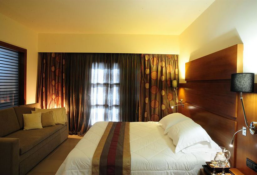 Aressana Spa Hotel & Suites Fira