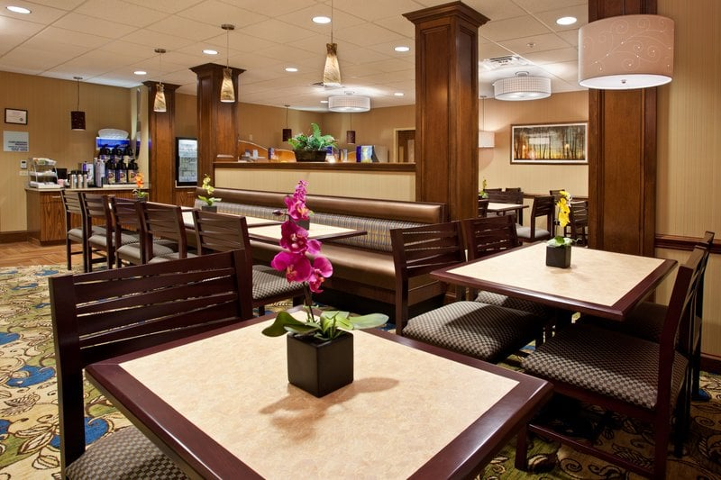 Hotel Holiday Inn Express Meadville (I-79 Exit 147A)
