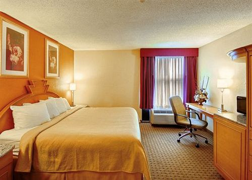 ホテル Quality Inn & Suites Shelbyville