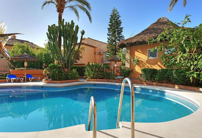 Swimming pool Apartamentos Muthu Grangefield Oasis Club Mijas Costa