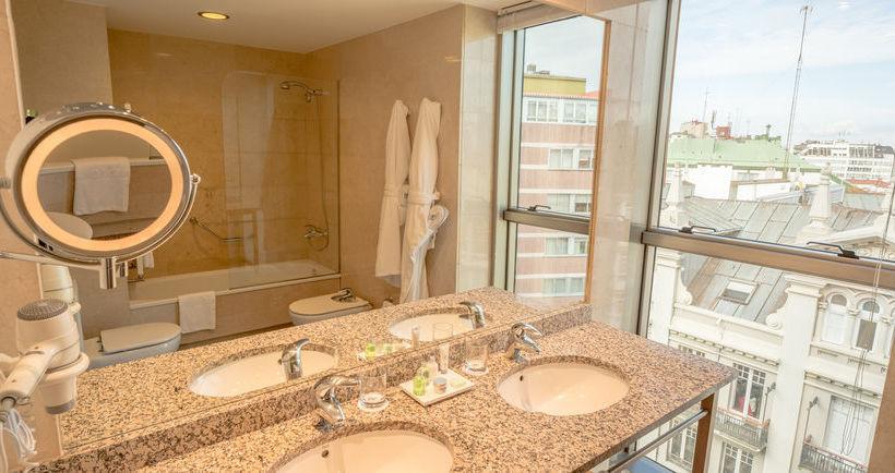 Bathroom Hotel Hesperia A Coruña Corunha