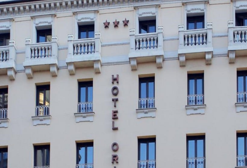 Outside Hotel Oriente Saragoça