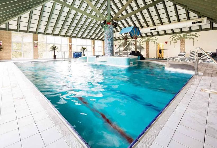 Mercure leeds parkway hotel in leeds starting at 31 destinia for Swimming pools leeds city centre