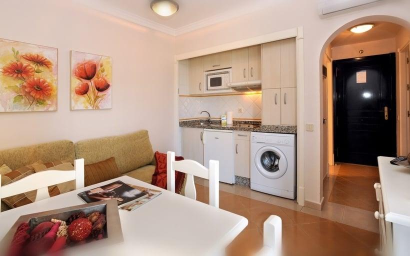 Cuisine Apartamentos Leo San Bruno Isla Canela