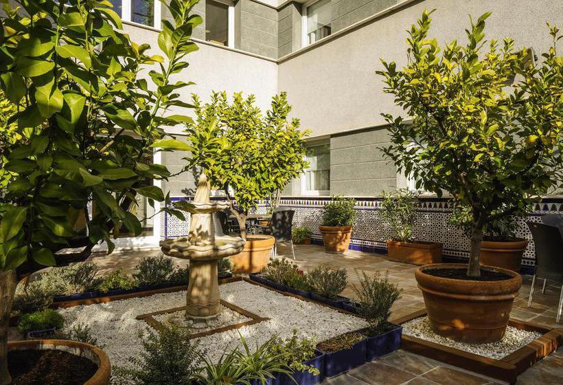 Outside Hotel Ibis Granada