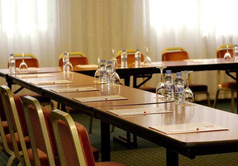 قاعات مؤتمرات فندق Tropical ليس إيسكالديس-إنغورداني