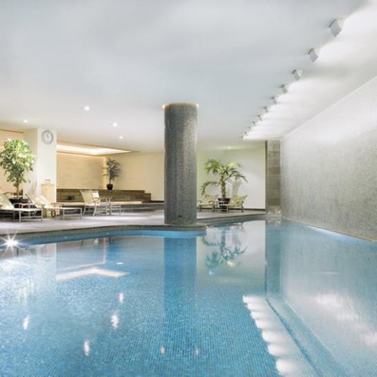 수영장 Mövenpick Hotel Istanbul 이스탄불