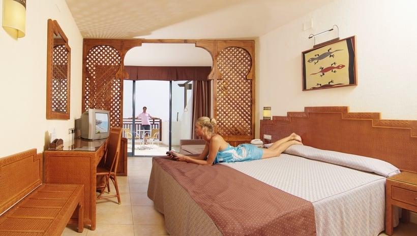 Sandos papagayo beach resort spa em playa blanca desde for Hotel spa familiar