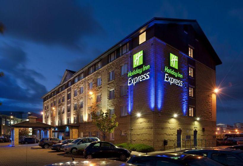 فندق Holiday Inn Express Edinburgh Waterfront إدنبرة