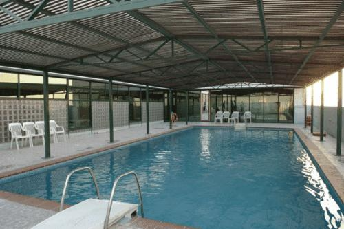 حمام سباحة Ramada Kuwait Hotel الكويت