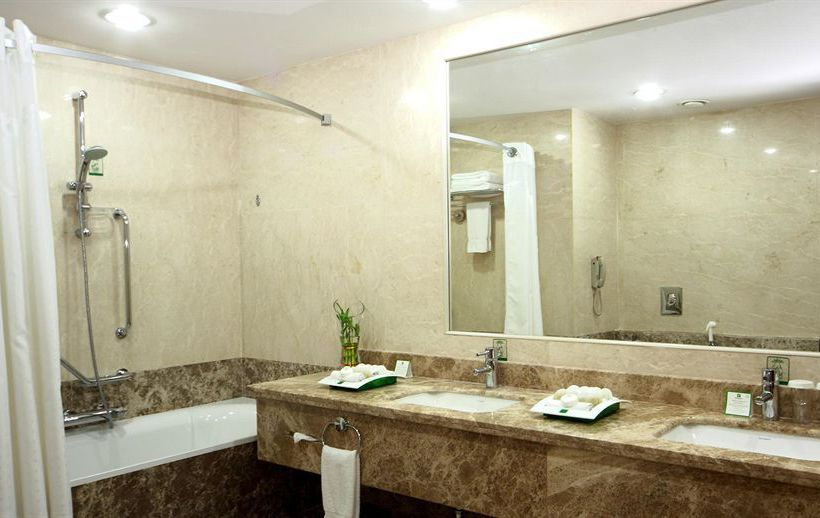 حمام هتل Holiday Inn Riyadh Olaya ریاض