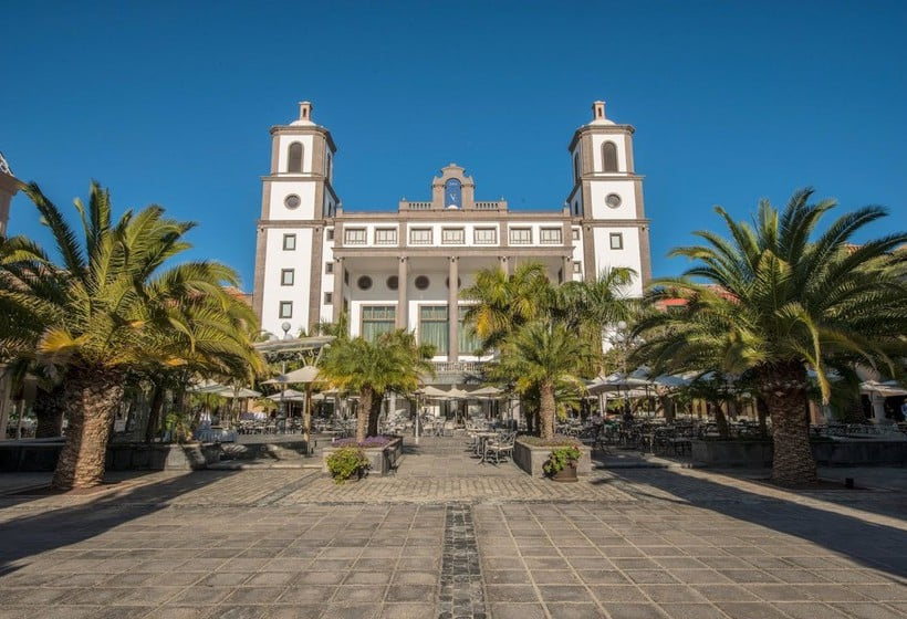 Outside Lopesan Villa del Conde Resort & Thalasso Meloneras