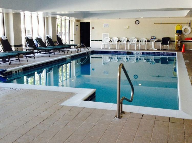 H tel wingate by wyndham chantilly dulles airport for Hotel piscine chantilly