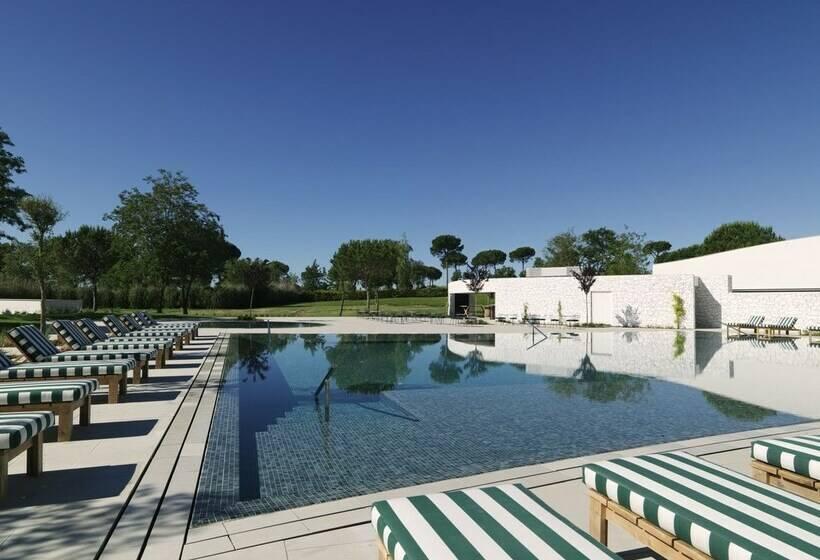 Swimming pool Hotel Camiral Caldes de Malavella