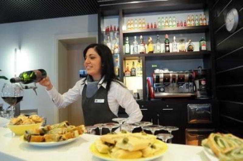 Cafetaria IH Hotels Milano Gioia Milão