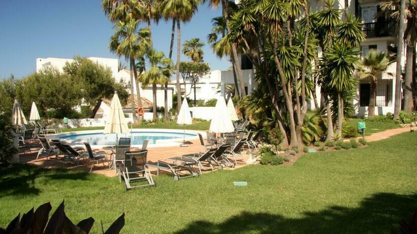 Apartamentos jardines las golondrinas in marbella ab 48 for Jardines las golondrinas marbella