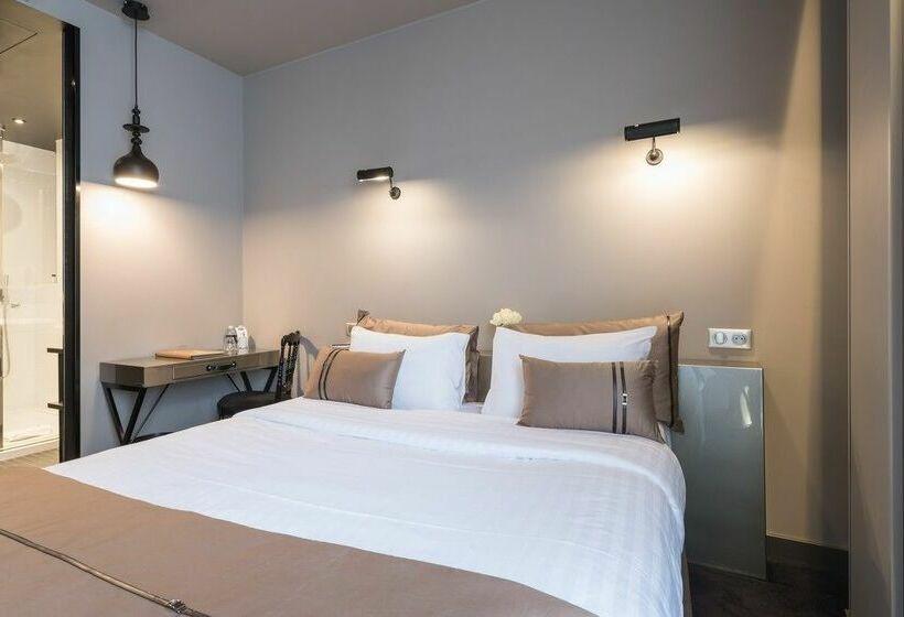 hotel eug ne en ville em par s desde 48 destinia. Black Bedroom Furniture Sets. Home Design Ideas