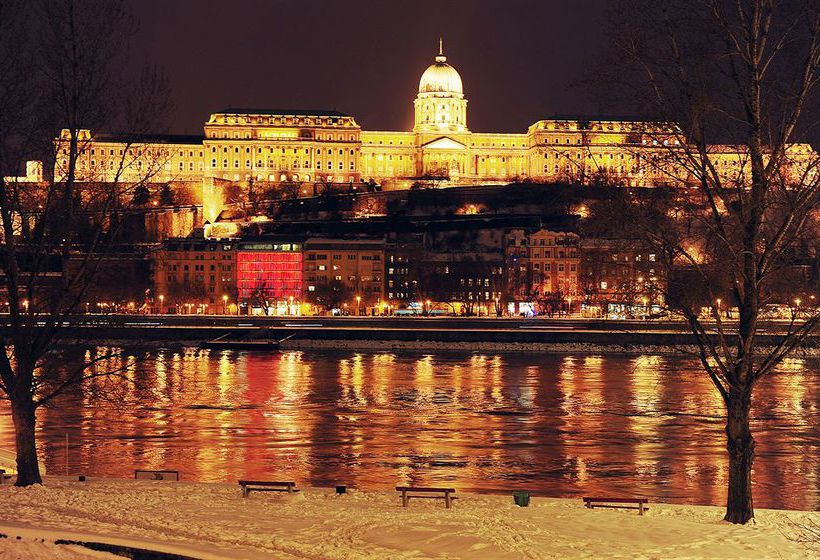 Lanchid 19 design hotel in budapest starting at 35 for Top design hotels budapest