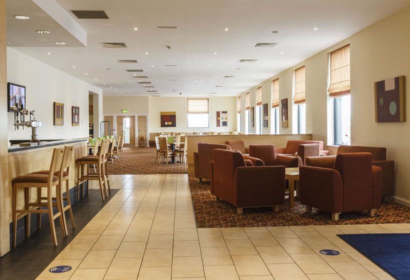 호텔 Holiday Inn Express Antrim 앤트림