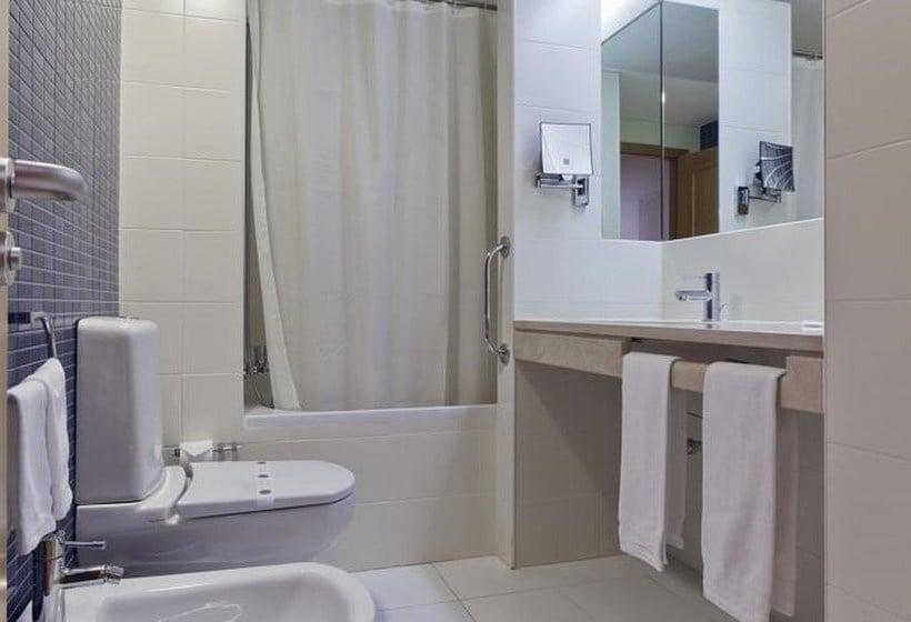 Bathroom Lux Fatima Park Hotel Suites & Residence Fátima