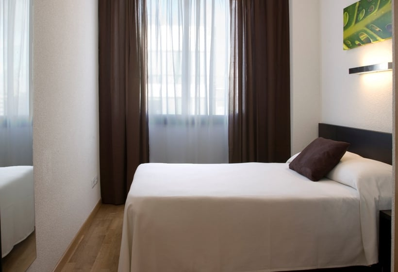 Aparthotel compostela suites en madrid desde 594 destinia for Appart hotel madrid