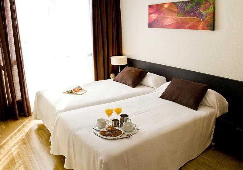 Habitación Aparthotel Compostela Suites Madrid