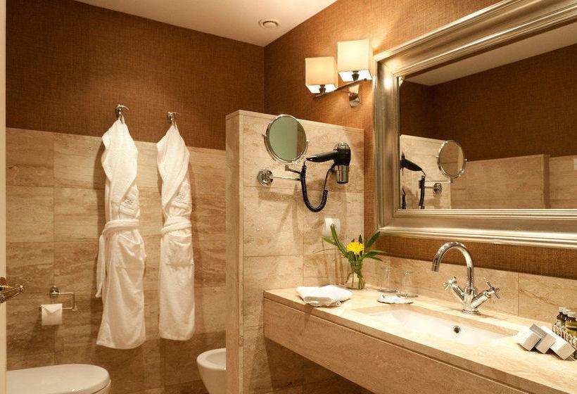 Bathroom A Quinta da Auga Hotel Spa Relais & Châteaux Santiago de Compostela