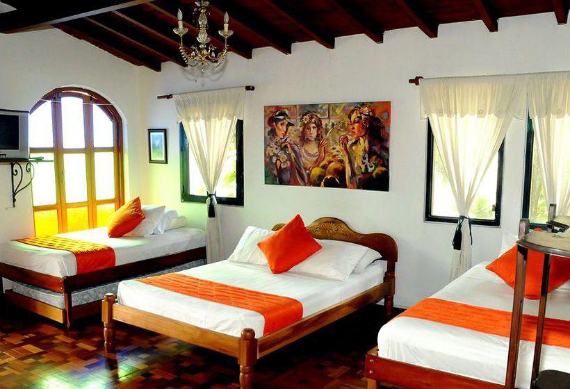 Hotel la habana vieja em el poblado desde 13 destinia for Hotel el familiar