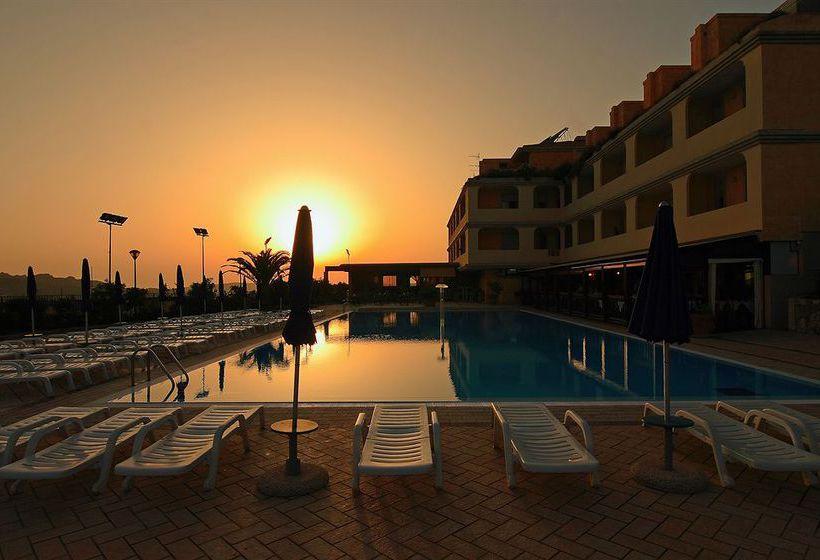 حمام سباحة Hotel Residence & SPA Borgo Saraceno Santa Teresa di Gallura