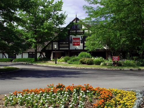 The Lodge Hotel Conference Center Bettendorf Ia