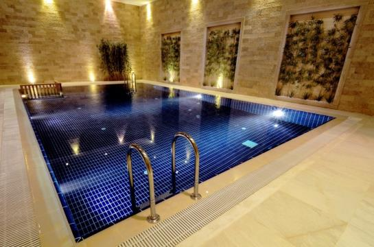 Swimming pool Hotel Miracle Istanbul Asia