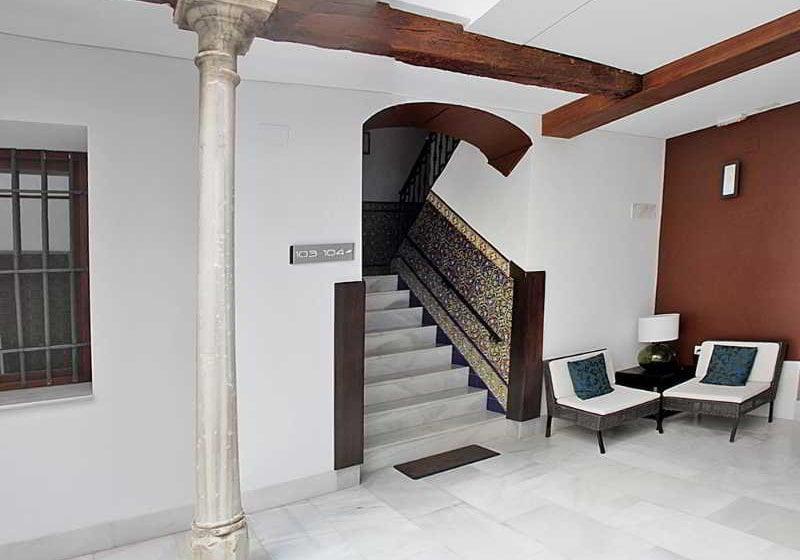 Aparthotel elvira suites grenade partir de 35 destinia for Apparthotel 35