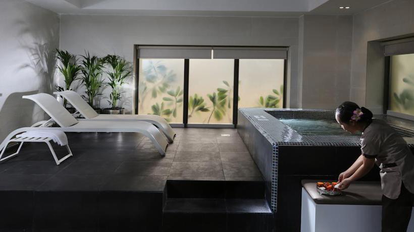 Wellness Hotel Hawthorn Suites by Wyndham Dubai