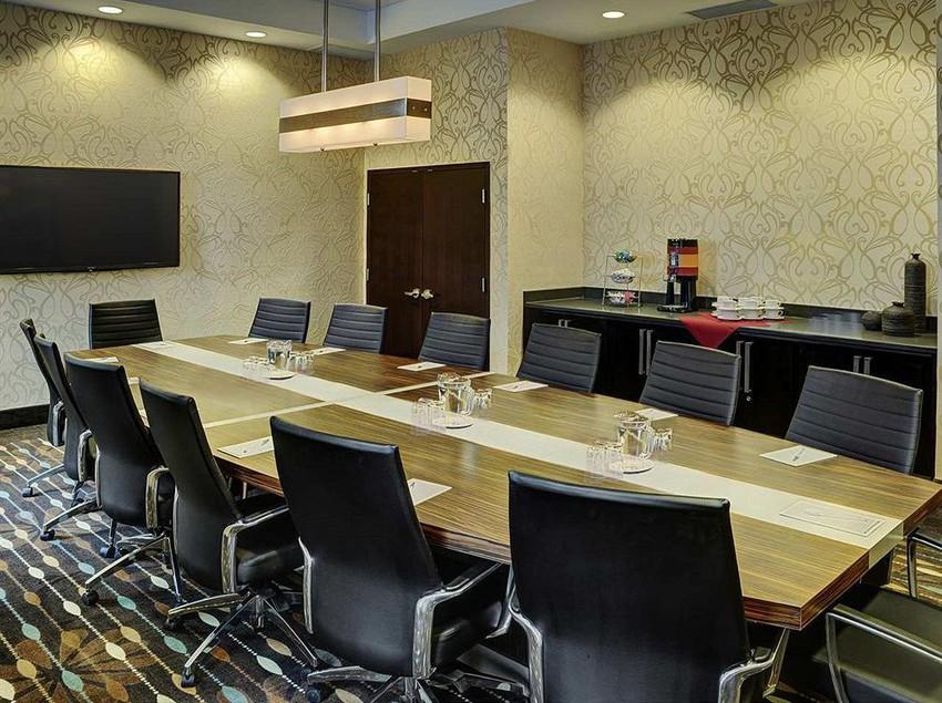 H tel hampton inn winnipeg airport winnipeg les for 27 hampton salon