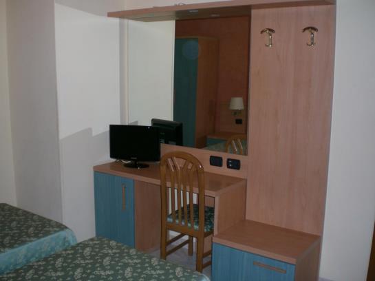 H tel millerose rome les meilleures offres avec destinia for Hotel mille rose roma