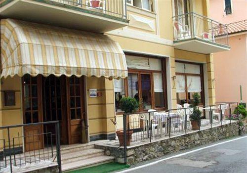 Hotel nena moneglia le migliori offerte con destinia for Hotel moneglia