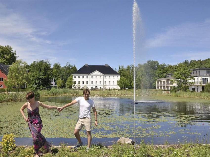 hotel schlossgut gross schwansee kalkhorst as melhores ofertas com destinia. Black Bedroom Furniture Sets. Home Design Ideas